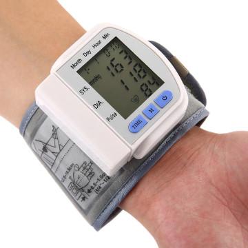 Hordozható vérnyomásmérő – szisztolés, diasztolés és pulzusmérő / csuklóra rögzíthető